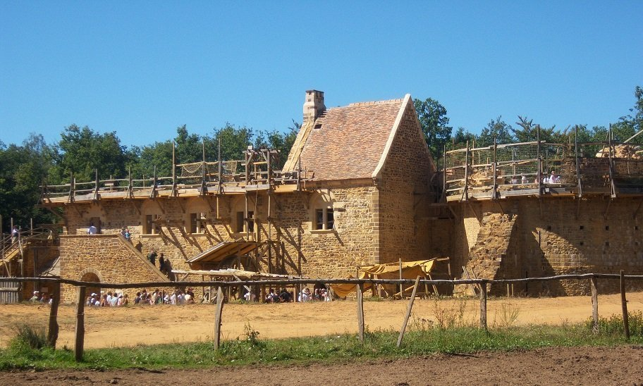 Construction of the Middle-Age castle of Guédelon